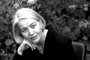 Brigitte Neumann, 58, hat von klein auf viel zu viel gelesen, und weil sie von den Büchern nicht loskam, schließlich daraus einen Beruf gemacht. Seit dreißig Jahren ist sie Literaturkritikerin für einige Radiosender der ARD. Seit 2011 moderiert sie den Literaturclub im Gewerkschaftshaus.